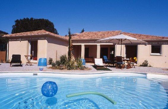 Location villa piscine calvi corse villa albitru rondulli for Ville arredate moderne